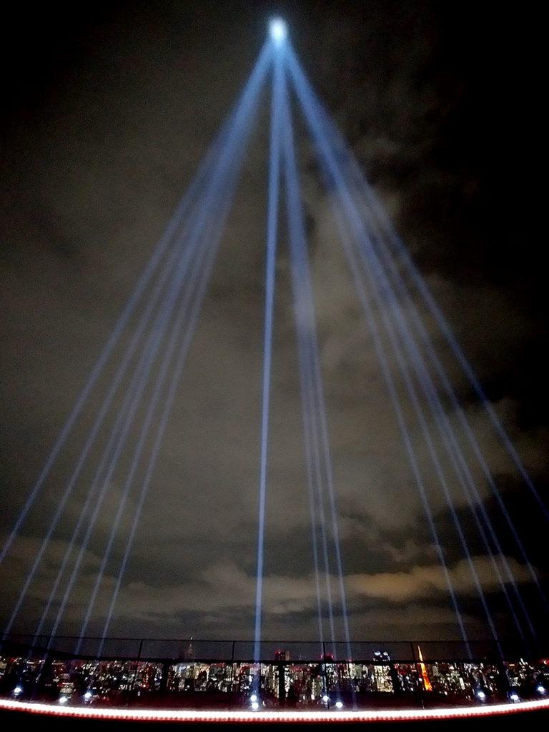 SHIBUYA SKYのCROSSING LIGHT