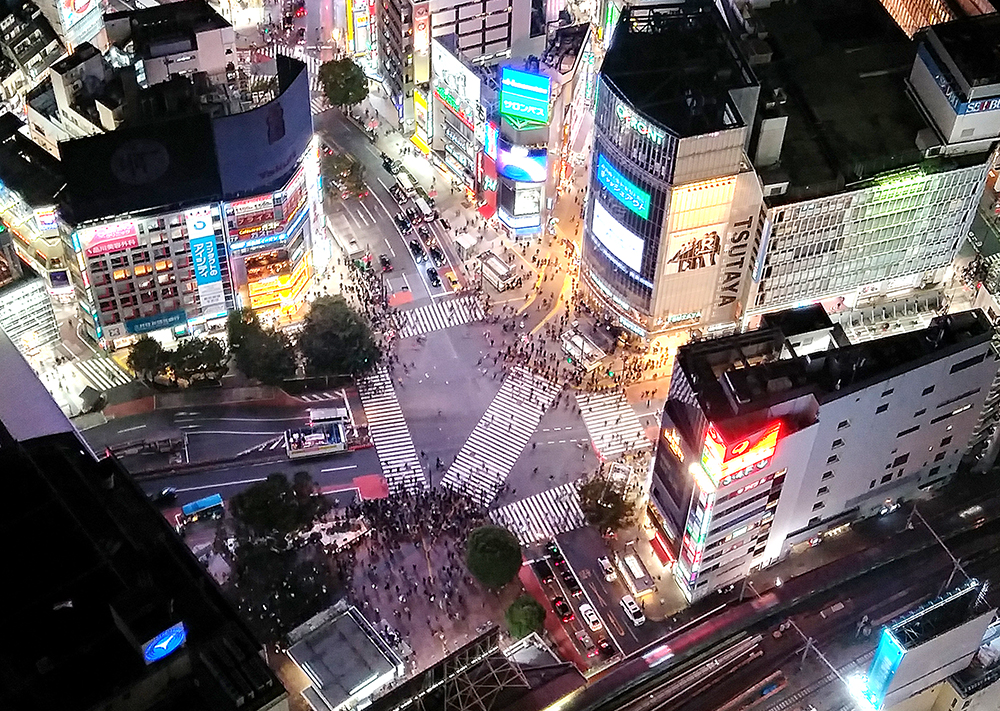 SHIBUYA SKYから見るスクランブル交差点