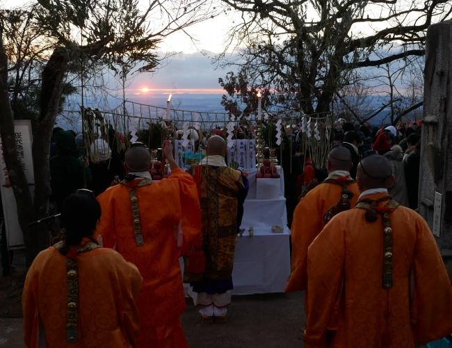 高尾山の迎光祭(昨年の様子)