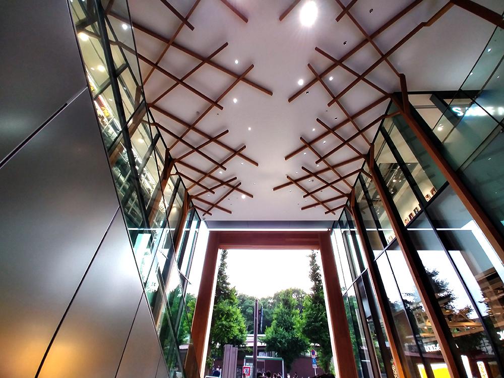 ウィズ 原宿1階の天井