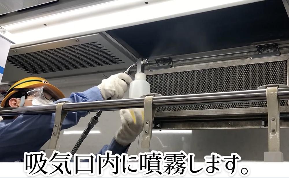 井の頭線・京王線の抗ウイルス・抗菌コーティング施工の作業風景