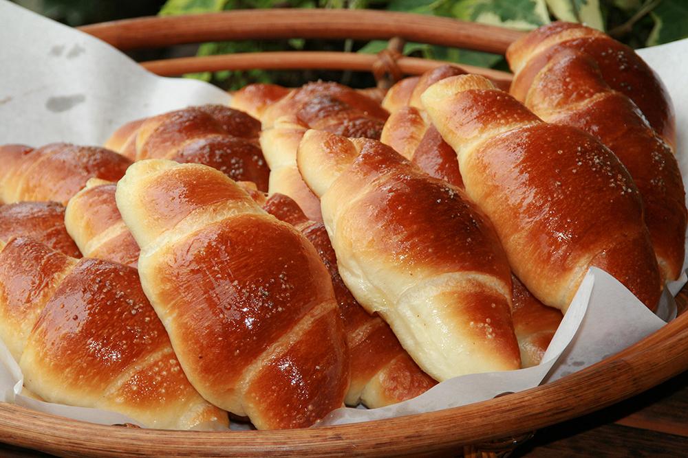 1日1,000個売れるトーホーベーカリー人気No.1の「GOLD塩パン」
