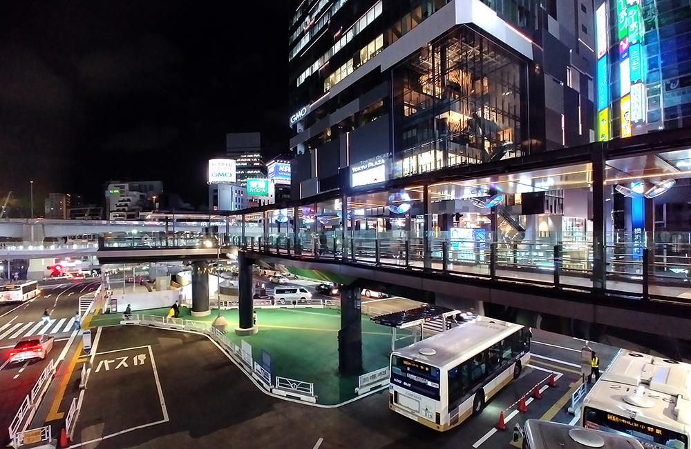「渋谷フクラス接続デッキ」全体