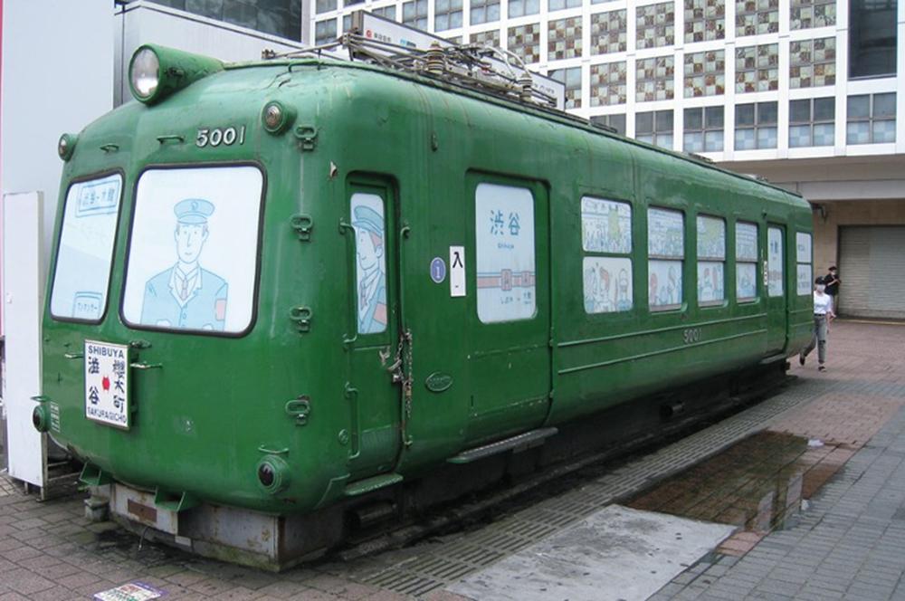 井の頭線渋谷のハチ公前広場にあった青ガエル