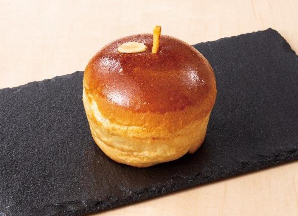 「くがやまりんご(シャキシャキりんごとクリームチーズ入り)」(出典:京王電鉄公式HP)