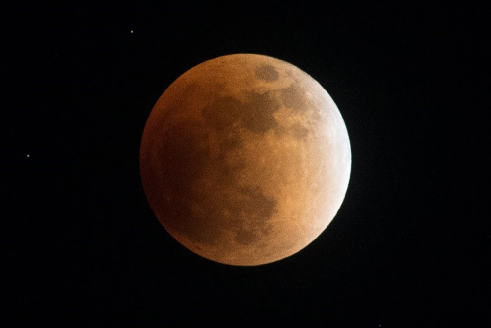 皆既月食イメージ(出典:京王電鉄HP)