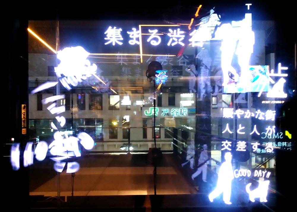 渋谷フクラス接続デッキの3Dホログラムサイネージ3D Phantom®