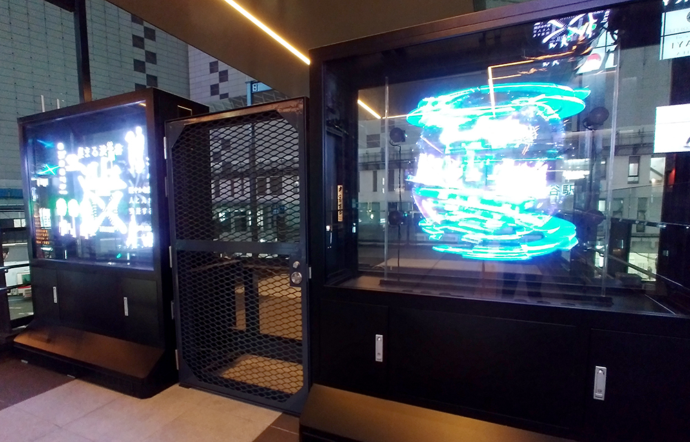 渋谷フクラス接続デッキの3Dホログラムサイネージ