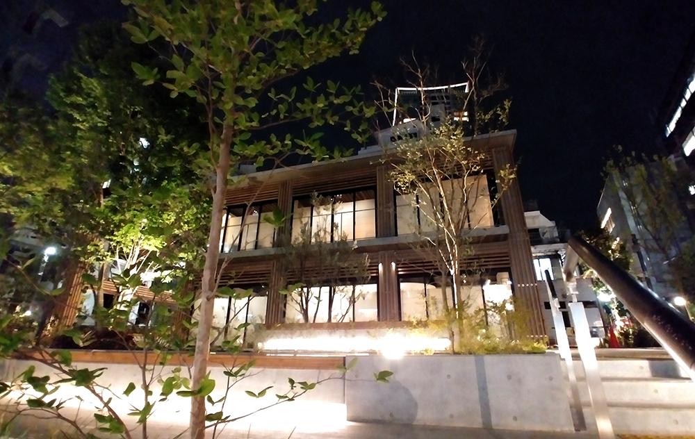 リニューアルした渋谷区北谷公園のCAFEのライトアップ
