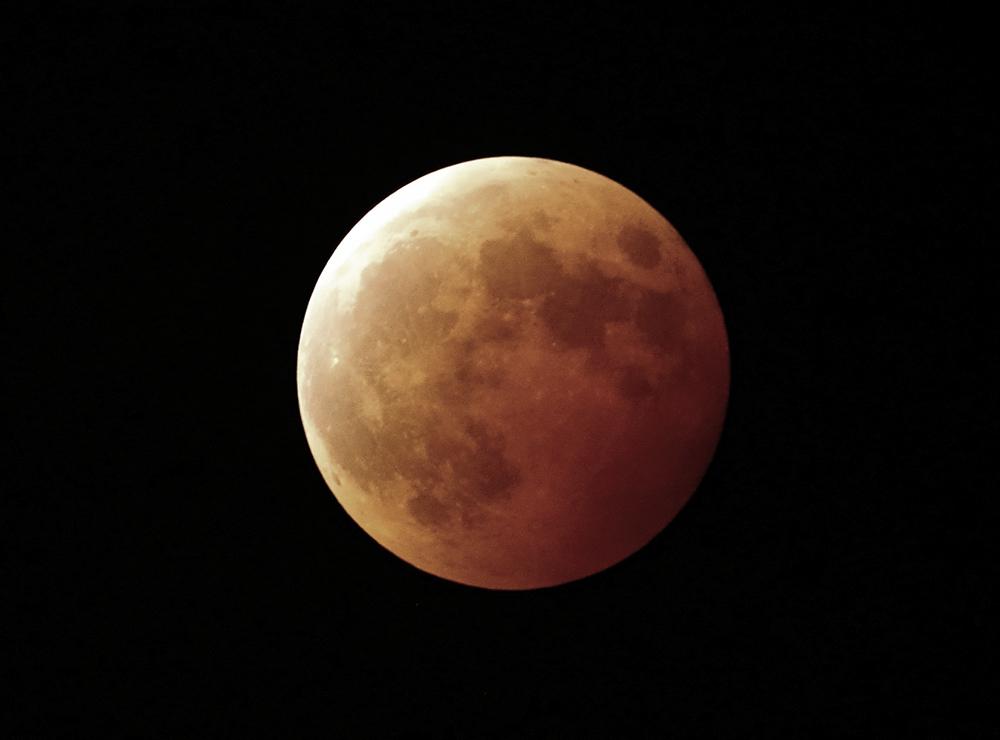 5月26日に見られるスーパームーン皆既月食のイメージ