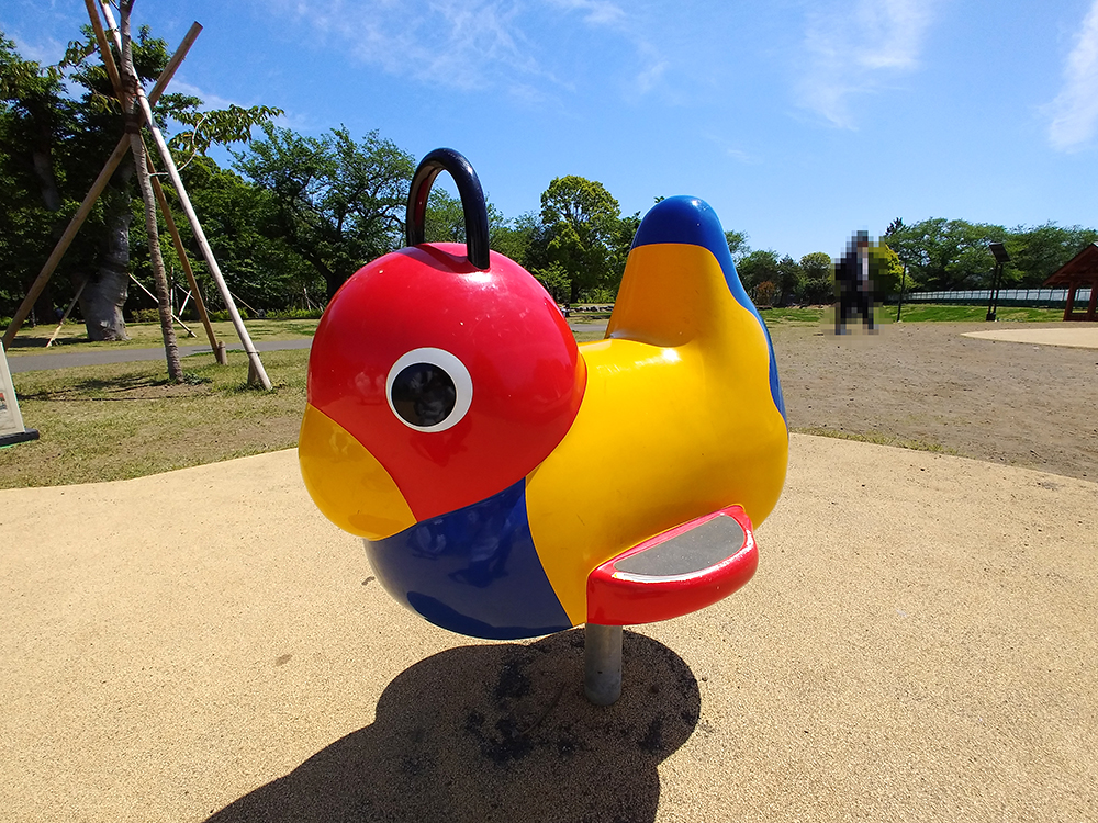 高井戸公園の遊具広場にあるロッキング遊具