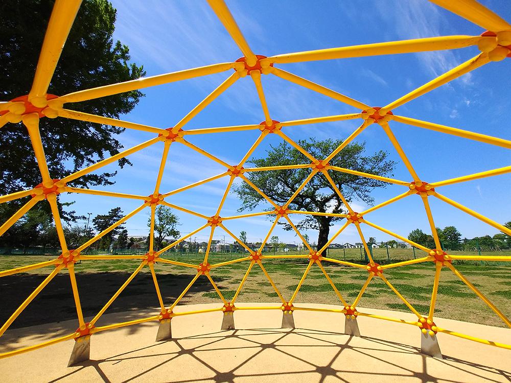 高井戸公園の遊具広場にあるジャングルジム