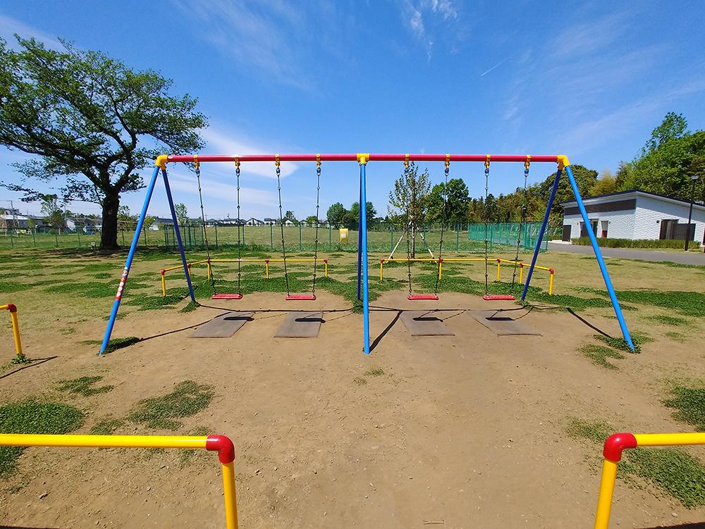 高井戸公園の遊具広場にあるブランコ
