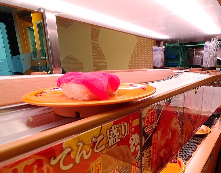 「スシロー渋谷駅前店」の商品が自動で席まで届く「Auto Waiter(オートウェイター)」