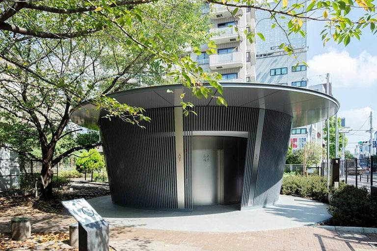 安藤忠雄さんがデザインした神宮通公園の公共トイレ