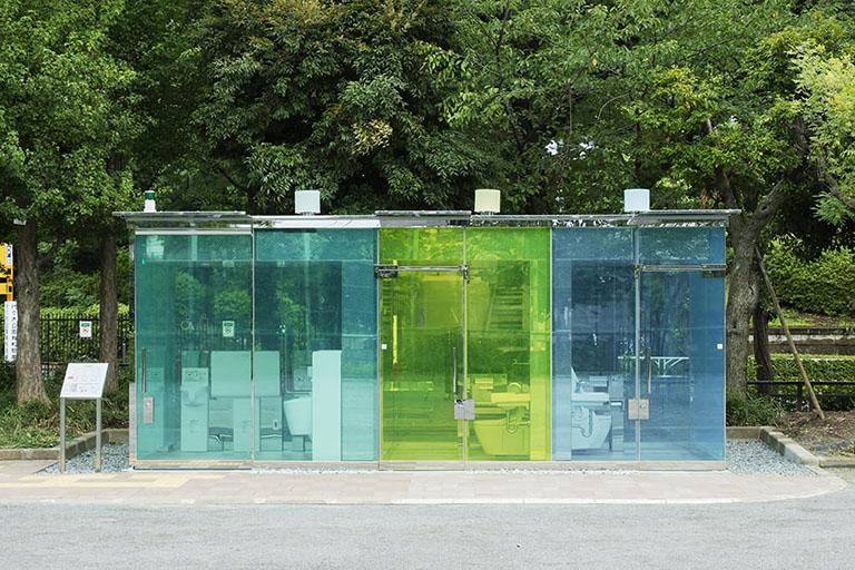 建築家・坂茂氏がデザインを手がけた「透ける外壁」のはるのおがわコミュニティパークトイレ
