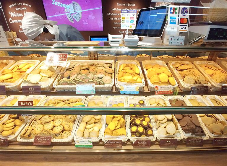 渋谷「ステラおばさんのクッキー」しぶちか店のショーケースにはステラおばさんの気持ちがこもったクッキーがたくさん!