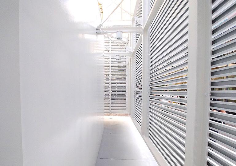 佐藤可士和さんがデザインした恵比寿駅西口の公共トイレの中も明るく清潔感溢れる