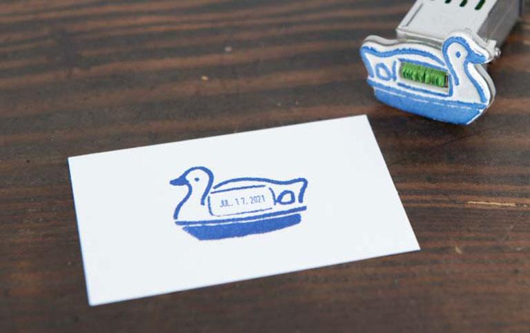 「Meetsいのかしら~お散歩デジタルスタンプラリー~」の手紙社コラボ限定プレゼント「高旗将雄さん制作の日付印」