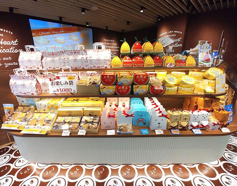 渋谷「ステラおばさんのクッキー」しぶちか店にはギフトセットも豊富に並ぶ