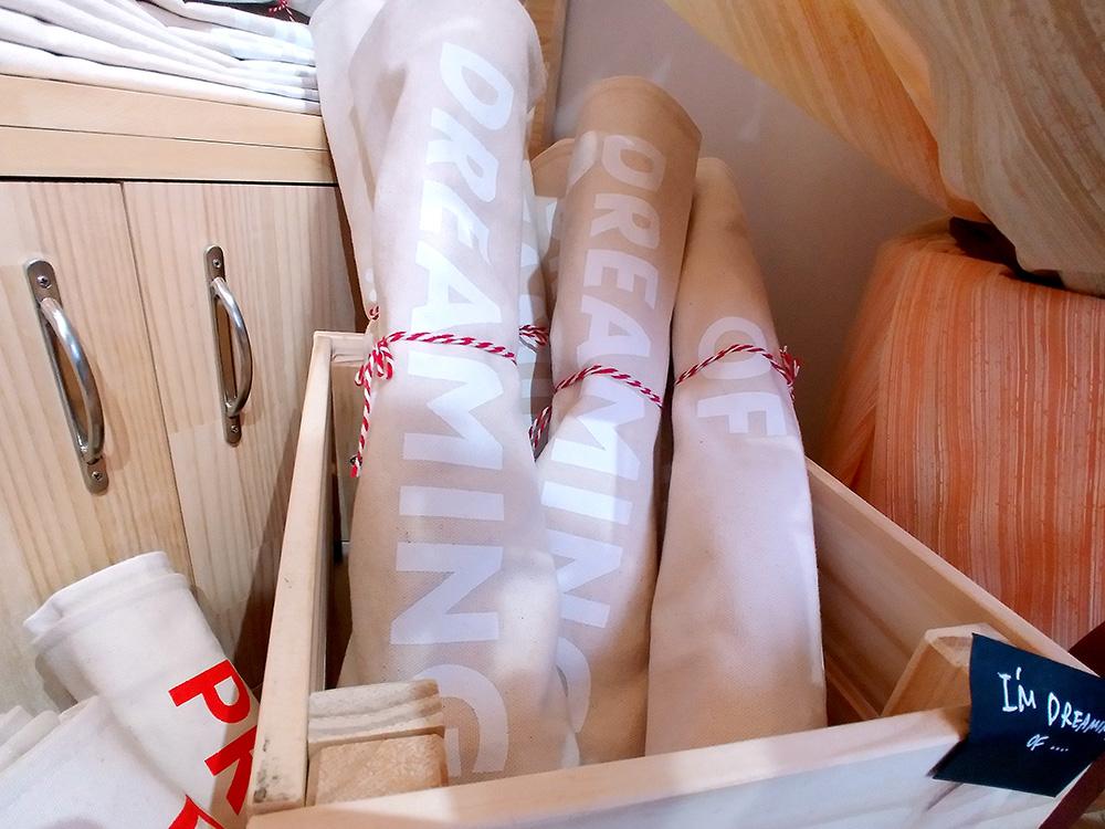 メルローズアンドモーガンでもレアなホワイトロゴのトートキャンバスバッグは吉祥寺店限定